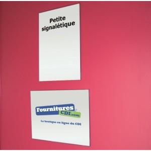 Porte-nom ou Porte-affiche adhésif en PVC rigide. Fixation par double face sur surface lisse. L'unité.